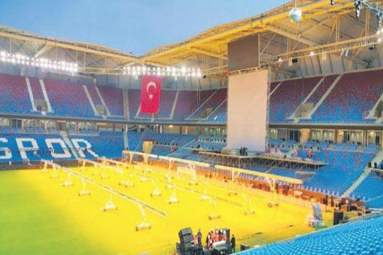 Akyazı Stadı'nın ismi Şenol Güneş Kompleksi oldu