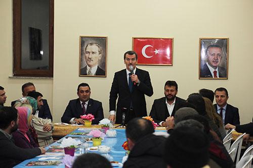 AK Parti'nin Zeytinburnu adayı Arısoy, kentsel dönüşüm konusunda vatandaşı dinledi