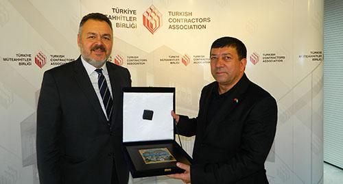 Arazilerini özelleştirmeye başlayacak Özbekistan, Türk Müteahhitlerin peşinde