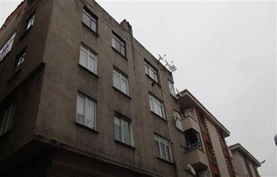 Gaziosmanpaşa'da boşaltılan binaya inceleme yapılıyor