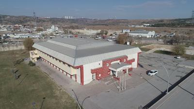 Gölbaşı Belediyesi Cumhuriyet kapalı spor salonu yenileniyor